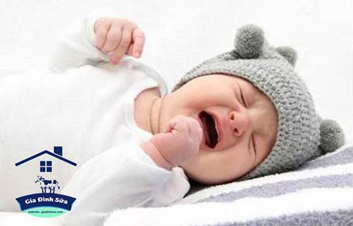Với các bậc phụ huynh, việc được nhìn thấy nụ cười của các con mỗi ngày là niềm hạnh phúc vô bờ bến.Tuy nhiên mỗi chúng ta, đặc biệt là những người phụ nữ đều không khỏi mệt mỏi mỗi khi bé nhà quấy khóc, vùng vằng mà…không rõ đâu là lý do, đặc biệt […]
