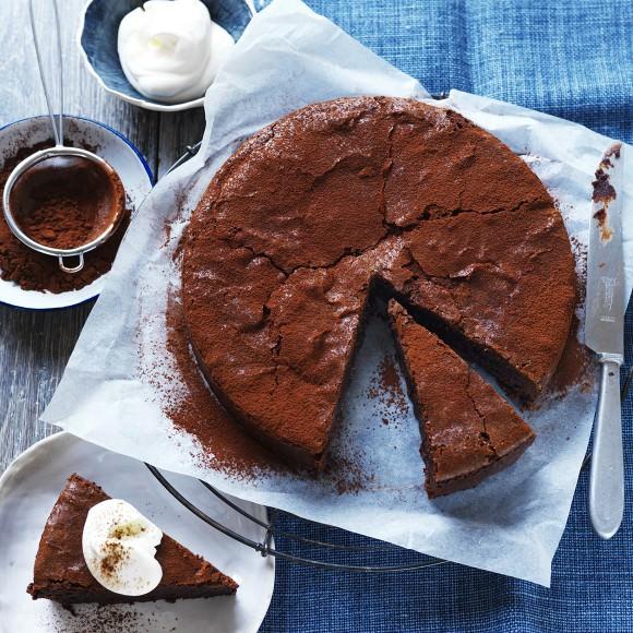– Công thức bánh socola best ever ra đời từ 14 năm trước đây. Giờ đây nó là món ăn yêu thích của mọi gia đình, luôn có mặt trong mọi bữa tiệc sinh nhật, cũng như đám cưới. Các thành phần làm bánh: bánh socola best ever 250g bơ Devondale không muối. 180g socola […]